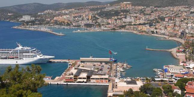 Kuşadası Feribot Limanı ve Yat Limanı Civarı NeredeKalınır?